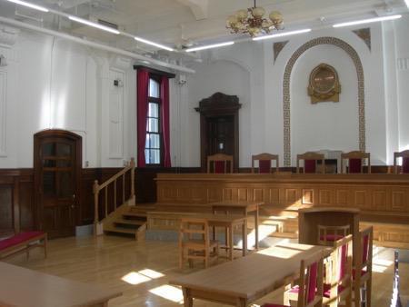 裁判所の中